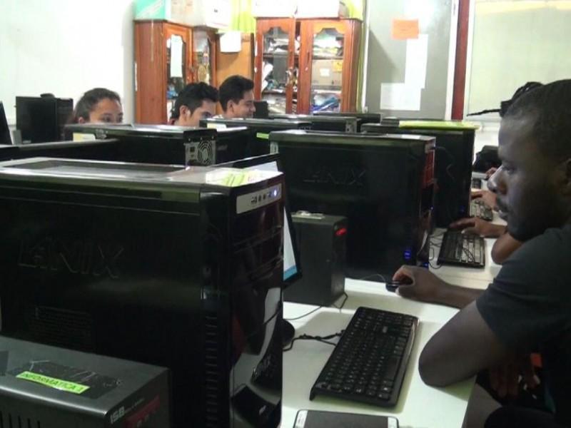 Se capacitan migrantes en oficios para obtener recursos
