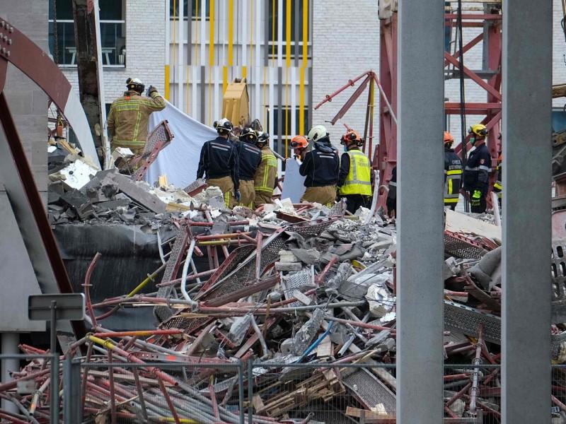 Se derrumba escuela en construcción, al menos 5 muertos