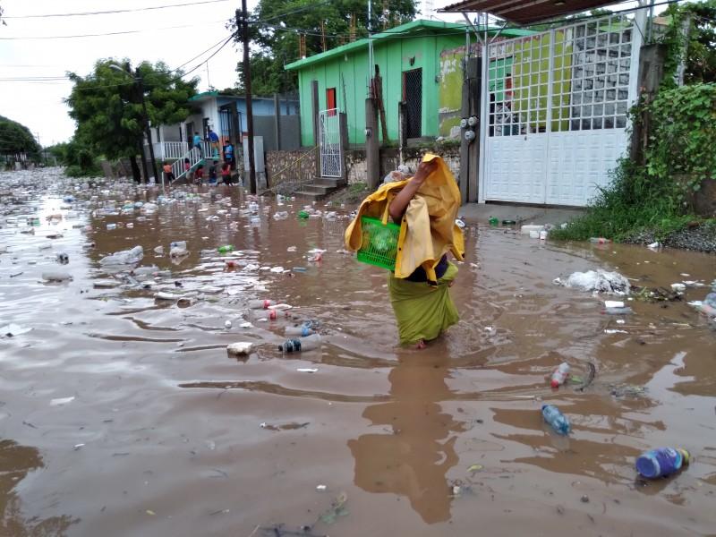 Se desborda el río en Juchitán, Oaxaca