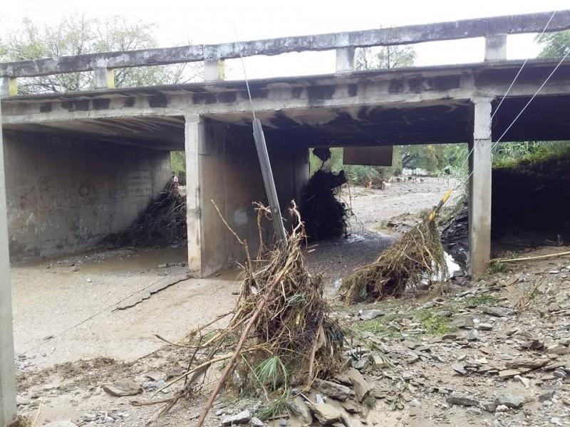 Se desborda río en comunidades de Acatlán de Osorio