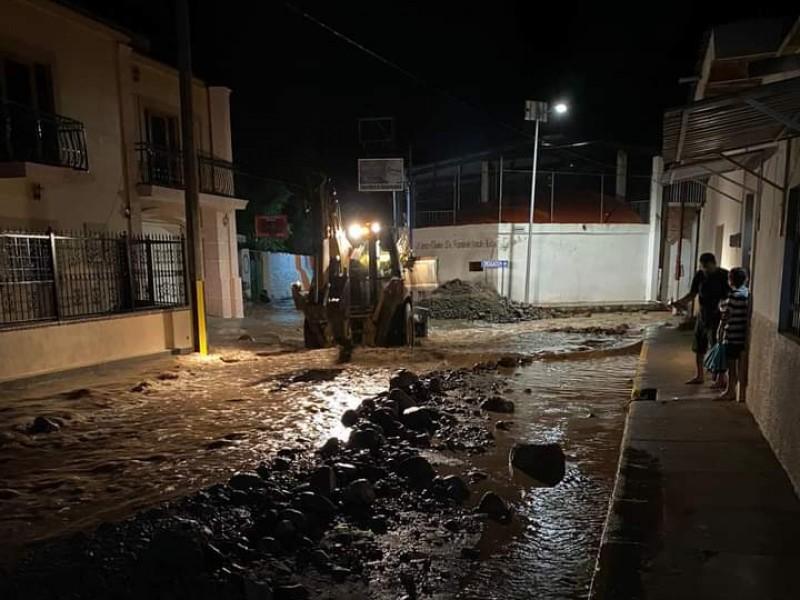Se desbordan arroyos en Amatlán de Cañas