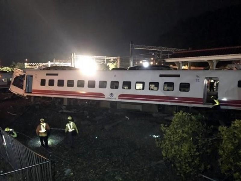 Se descarrila tren en Taiwán, hay 22 muertos