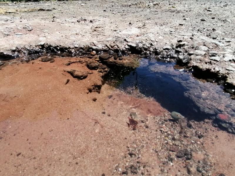 Se desperdician miles de litros de agua por pequeña fuga