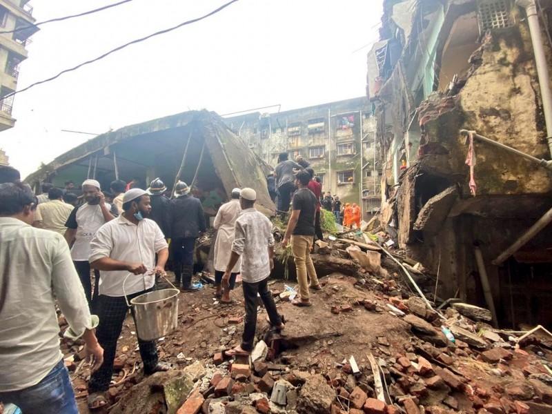Se desploma edificio en India; hay 26 muertos