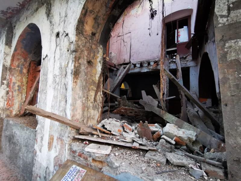 Se desploma parte de un inmueble en Veracruz