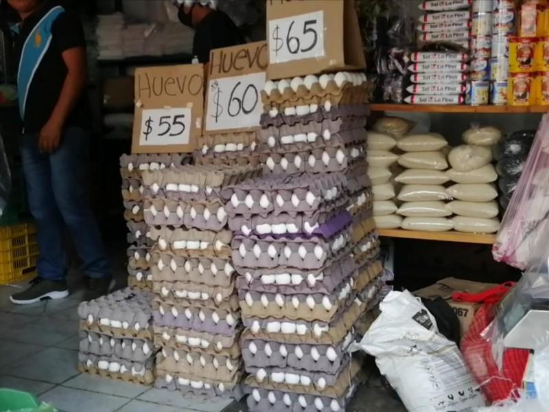 Se eleva precio del huevo, se quejan amas de casa