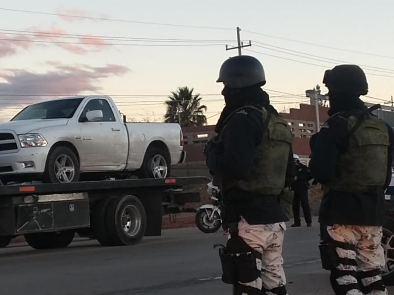 Se enfrentan policías a personas armadas en salida de Nogales