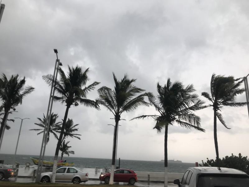 Se esperan lluvias y rachas del viento de hasta 90km/h