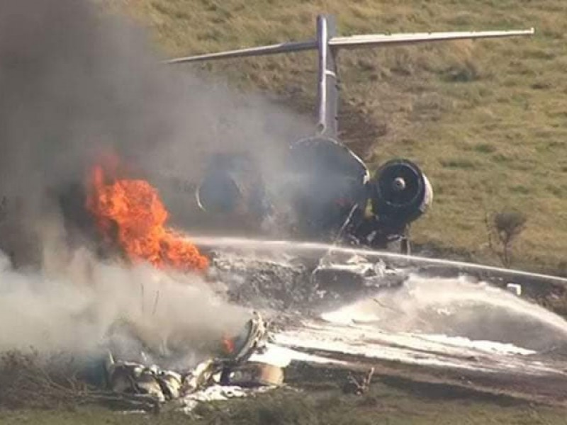 Se estrella avión en Texas, sobrevive la tripulación completa