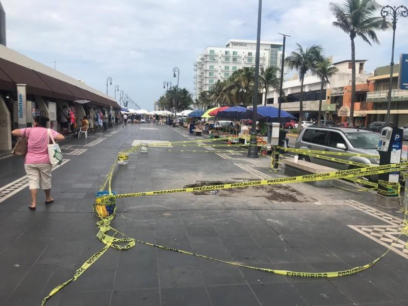 Se forma socavón en malecón de Veracruz