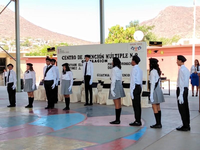 Se gradúan alumnos del CAM 8
