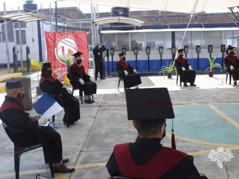 Se gradúan reos de San Miguel en derecho