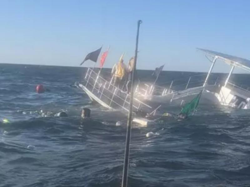 Se hunde embarcación con casi 60 pasajeros en Puerto Vallarta