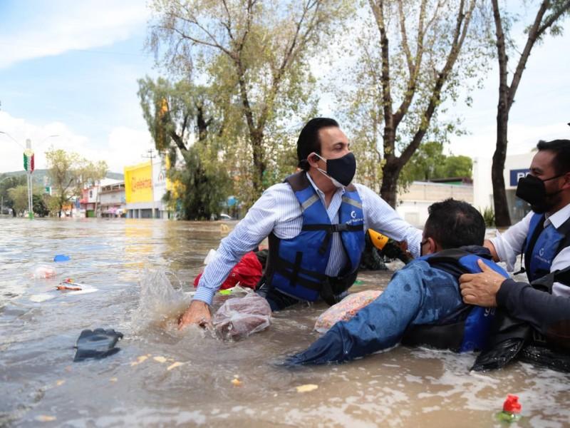 Se hunde lancha en la que Omar Fayad recorría inundaciones