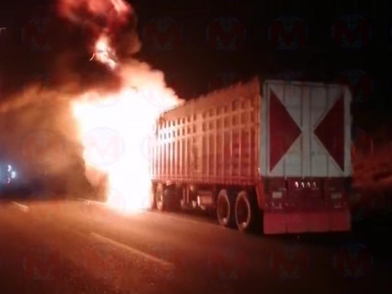 Se impactan 2 trailers en la autopista Tepic-Guadalajara