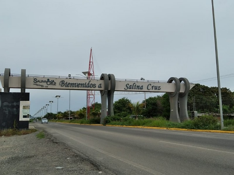 Se implementarán multas durante semáforo rojo en Salina Cruz