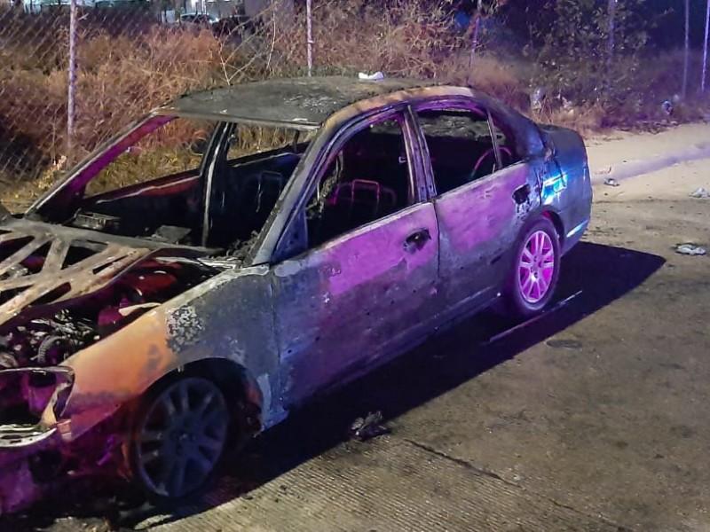 Se incendia automóvil en la colonia monterreal