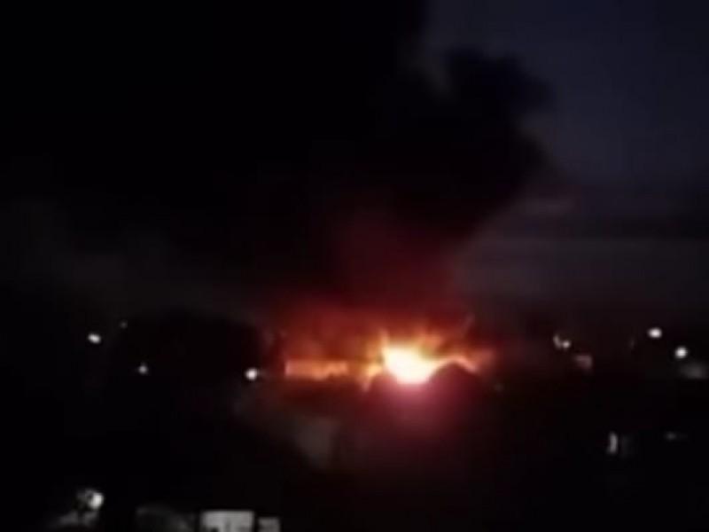Se incendia bodega de cortinas y zapatos en Atoyatempan