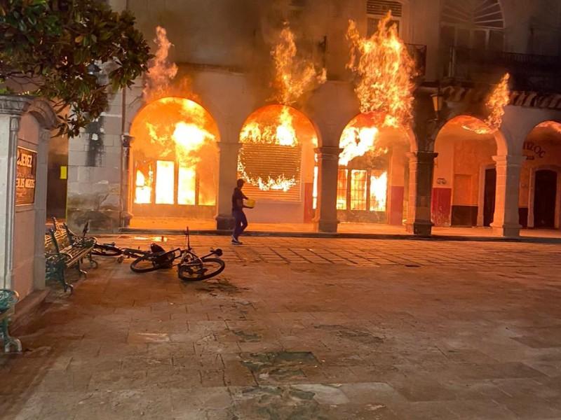 Se incendia comercio en Portal de las Palomas en Jerez