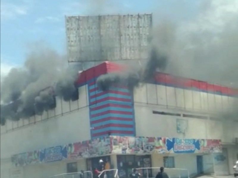 Se incendia dulcería en el centro de Los Mochis