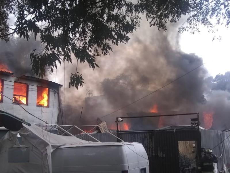Se incendia fábrica en Coyoacán