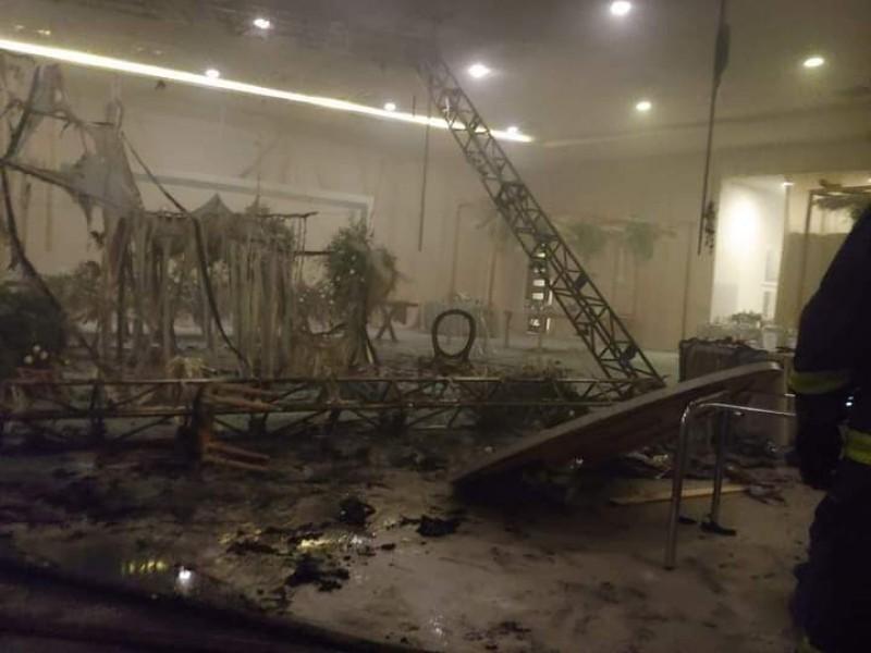 Se incendia famoso centro de eventos en Torreón