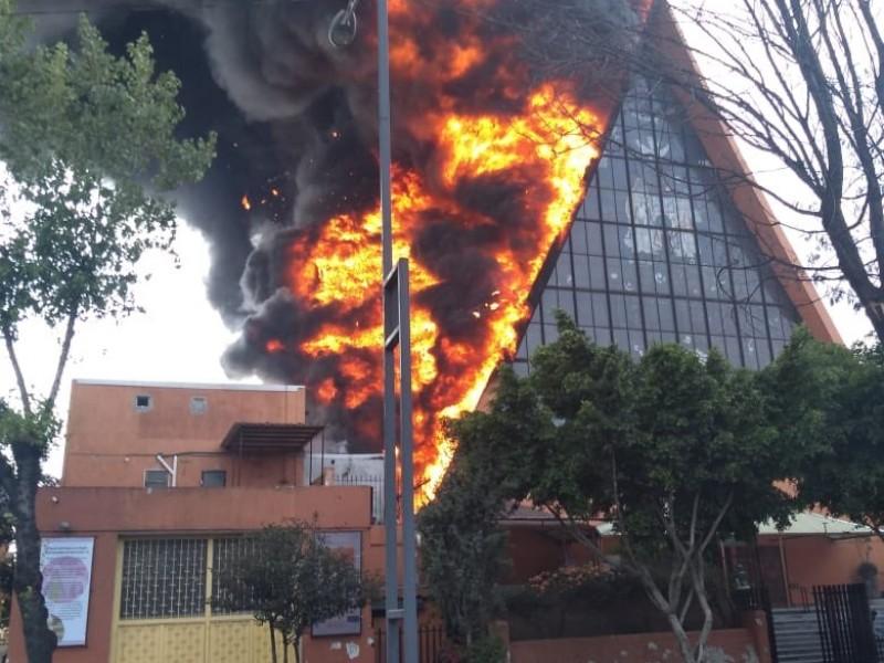 Se incendia iglesia en la CDMX