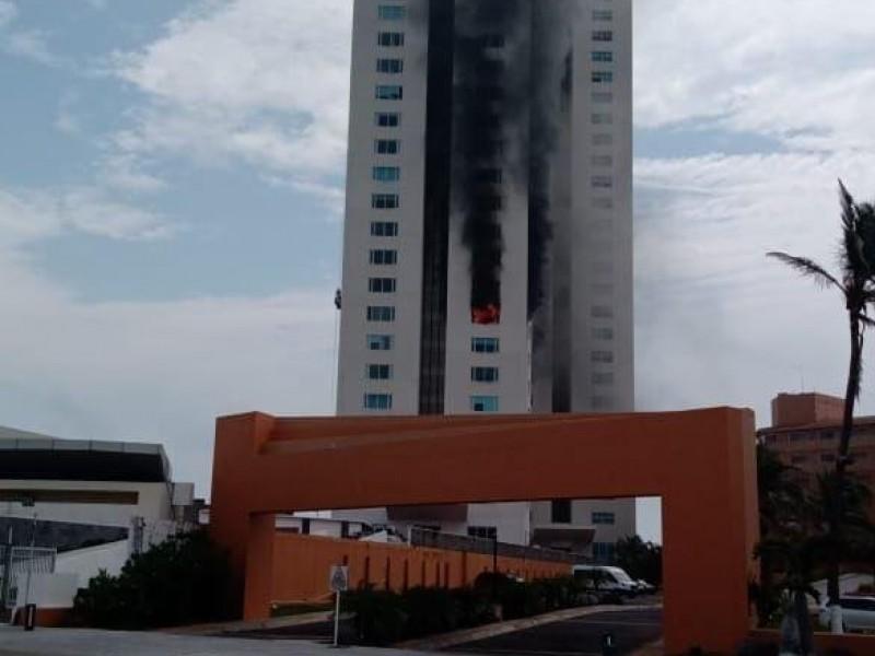 Se incendia la Torre JV de Boca del Río.