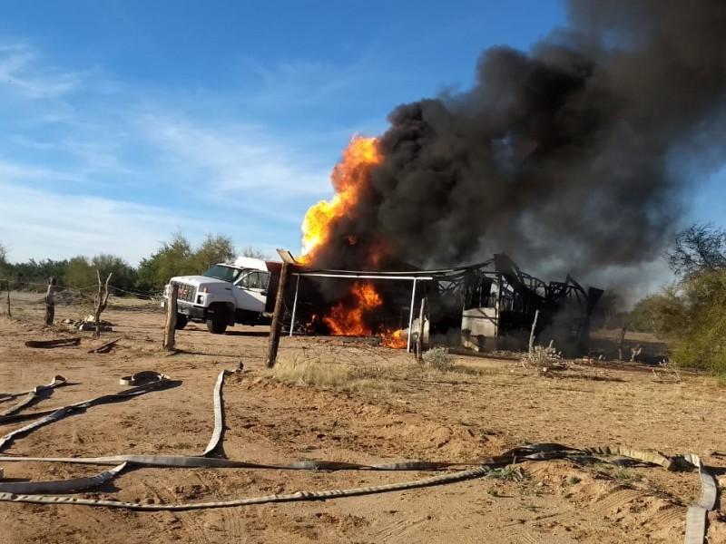 Se incendia pipa con combustible