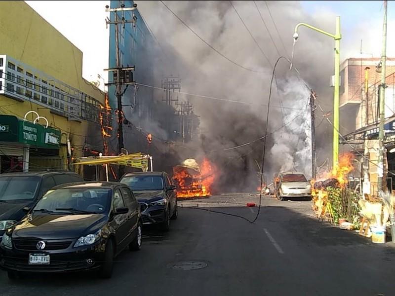 Se incendia pipa de gas frente al Mercado de Jamaica