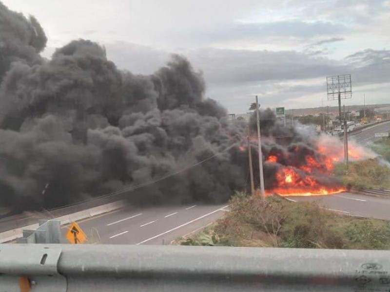Se incendia pipa en carretera Veracruz-Cardel
