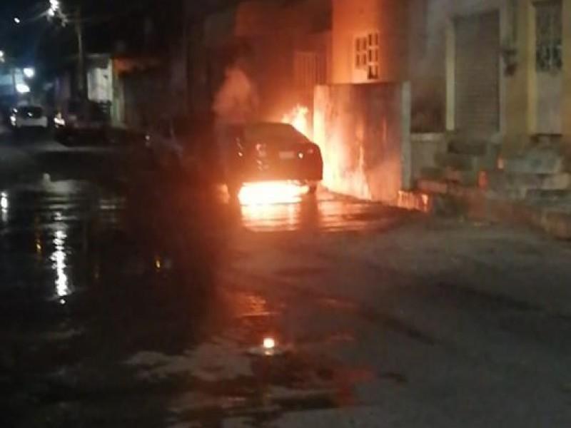 Se incendia un vehículo en Salina Cruz