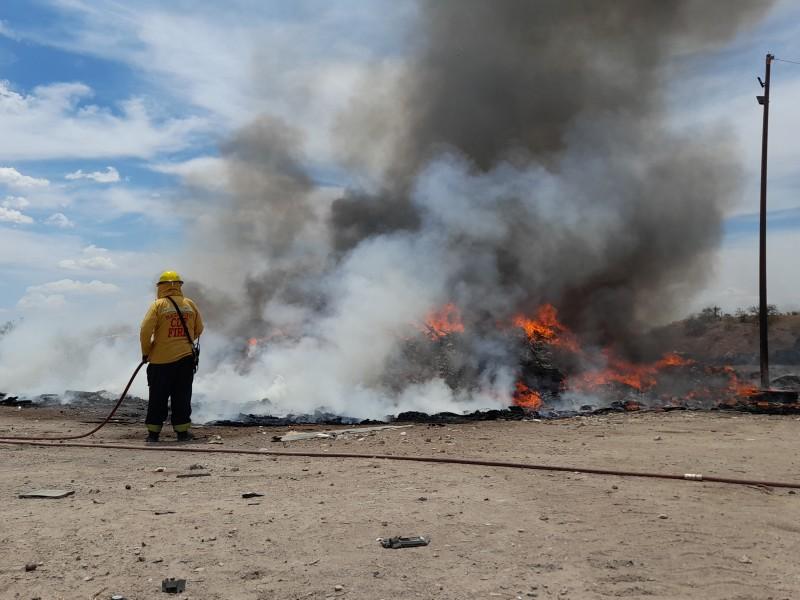 Se incendian desperdicios en antiguo relleno sanitario