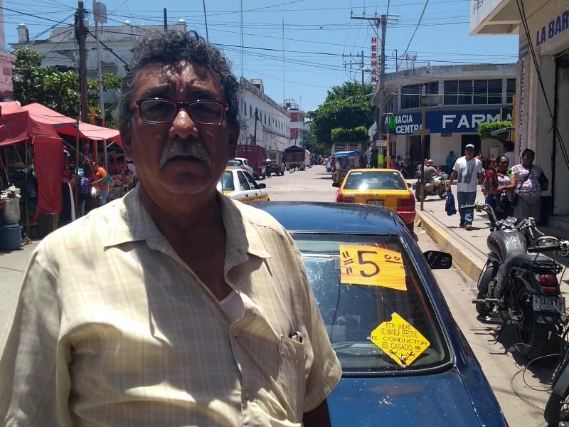 Se inconforma taxista por el incremento al pasaje