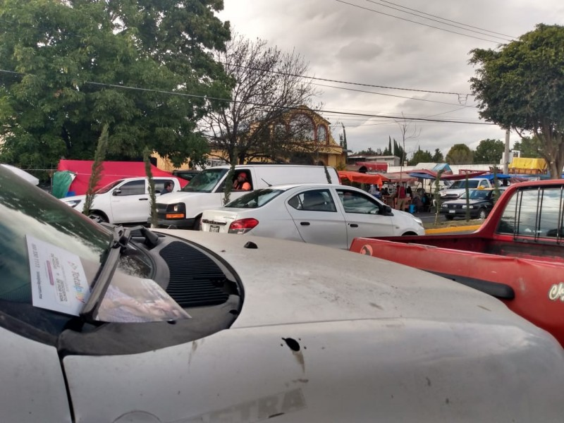 Se instala tianguis en San Isidro pese a decreto