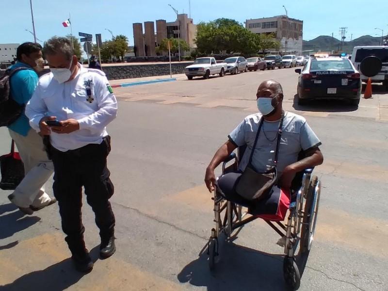 Se manifiesta discapacitado, exige transporte incluyente