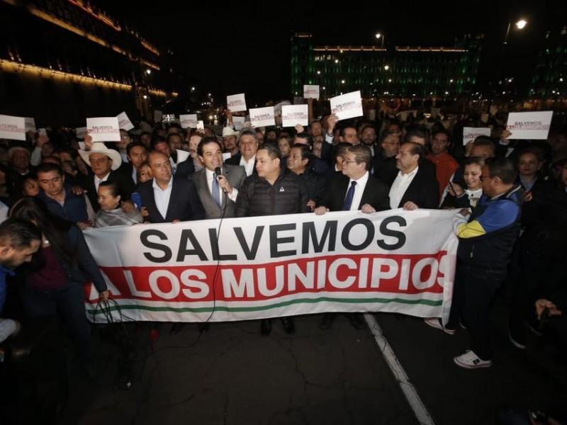 Se manifiestan 200 presidentes municipales