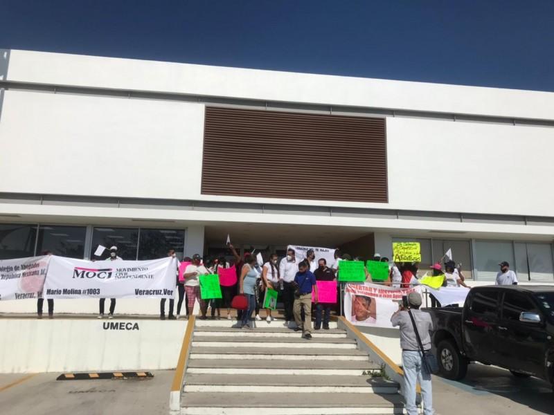 Se manifiestan autodefensas en Fiscalía Regional de Veracruz