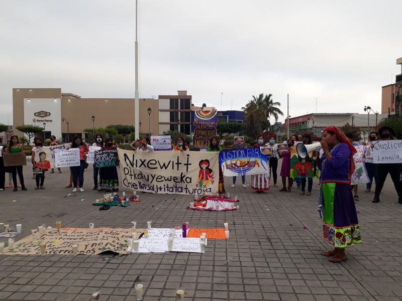 Se manifiestan colectivos e indígenas por Leonila