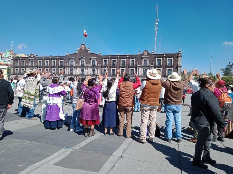 Se manifiestan comunidades indígenas en Edomex