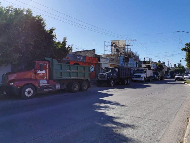Se manifiestan contra empresas constructoras, exigen pagos pendientes