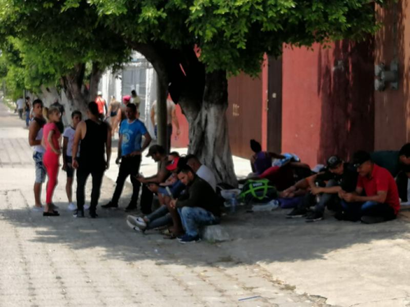 Se manifiestan cubanos ante CNDH
