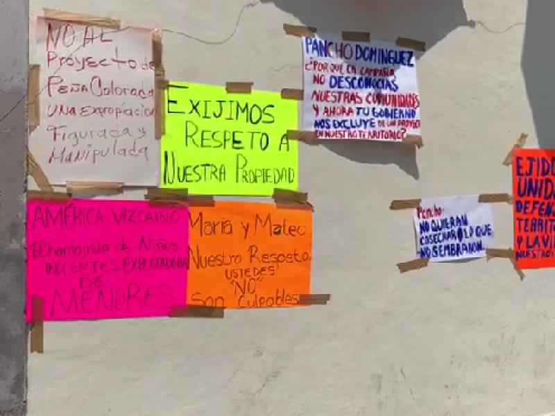 Se manifiestan ejidatarios afuera de palacio de gobierno