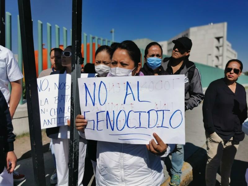 Se manifiestan enfermeras en Toluca