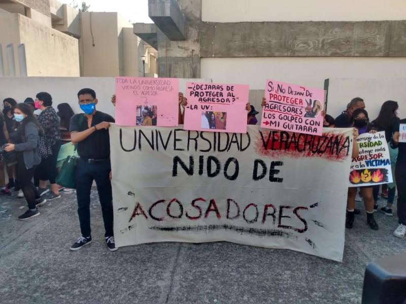 Se manifiestan estudiantes contra agresiones sexuales dentro de Universidad Veracruzana