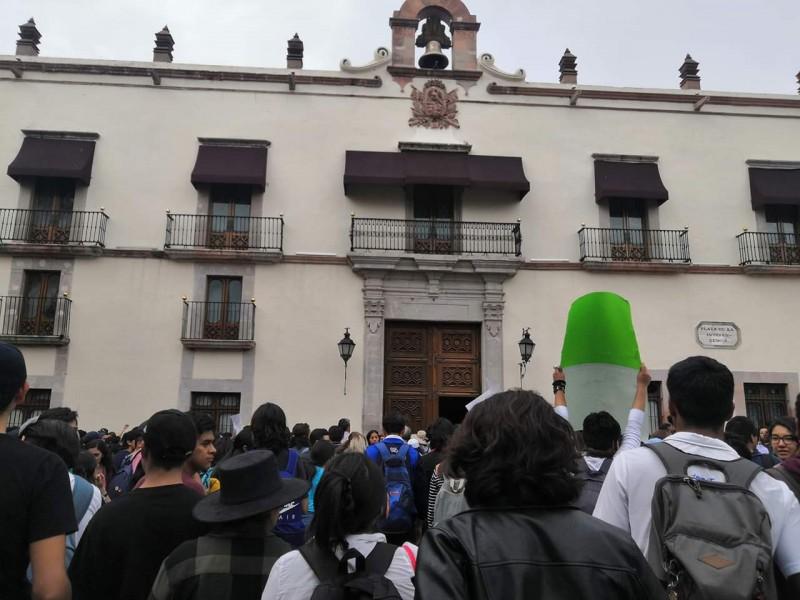 Se manifiestan estudiantes, dicen no al subsidio