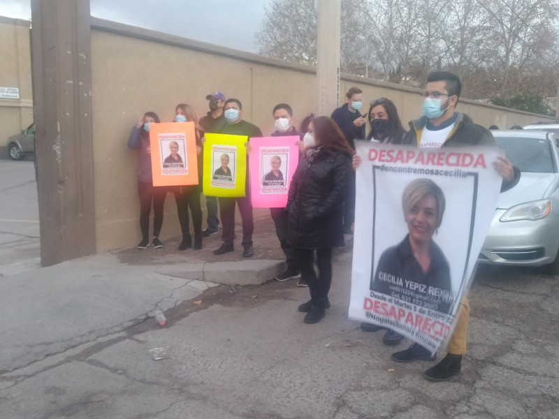 Se manifiestan familiares y amigos de ex funcionaria municipal desaparecida