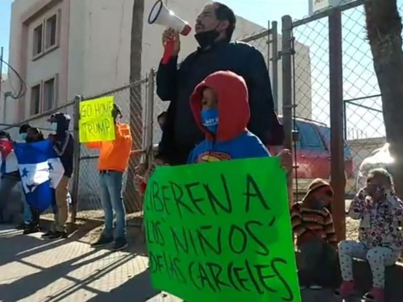 Se manifiestan Migrantes Centroamericanos en SLRC.