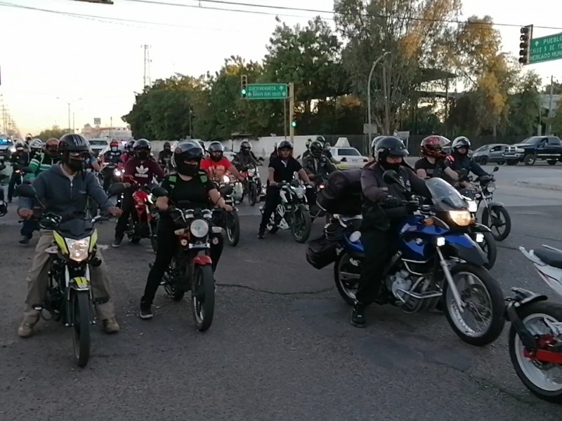 Se manifiestan motociclistas, piden que les den tiempo