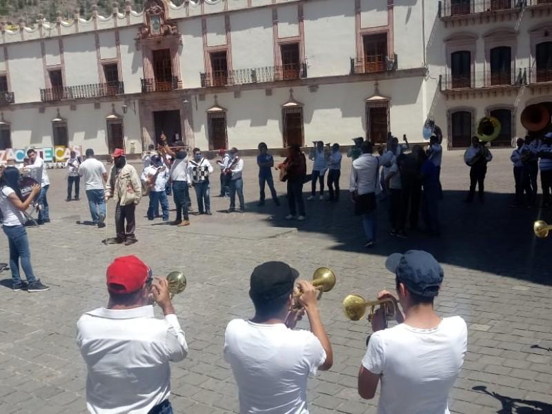 Se manifiestan músicos en Plaza de Armas, exigen apoyo económico